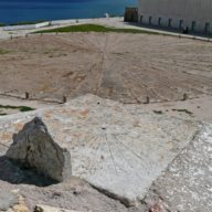 Fortress of Sagres - Mariner's Compass and Sundial in Fortified Turret/ © DRCAlgarve / Photo: Abilio Leitão